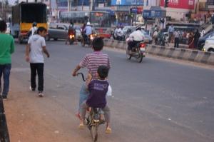 bangalore chlopiec na rowerze