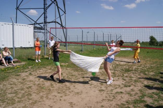 Siatkówka balonowa wpobliżu wsi Dobry