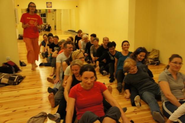 Z warsztatu jogi śmiechu w studiu Jogi YAM w Poznaniu